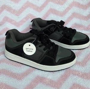 NWT Children's Place boys shoes